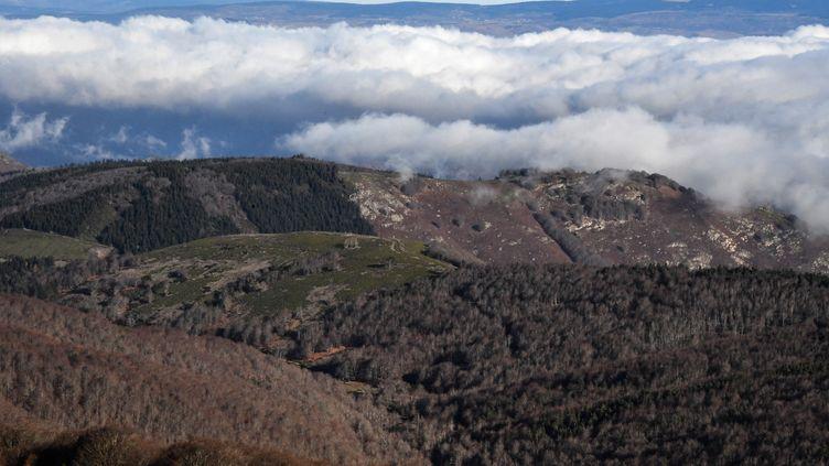 Vue sur les Cévennes depuis l'observatoire météo au sommet du Mont Aigoual, à Valleraugue (Illustration). (PASCAL GUYOT / AFP)