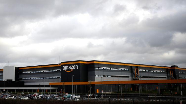 Un entrepôt Amazon à Bretigny-sur-Orge (Essonne), le 28 novembre 2019. (THOMAS SAMSON / AFP)