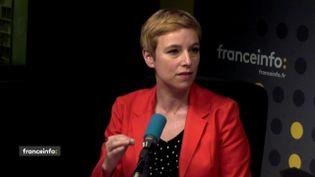La députée La France insoumise Clémentine Autain dans le studio de franceinfo, le 16 avril 2018. (FRANCEINFO / RADIOFRANCE)