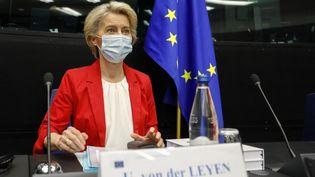 La présidente de la Commission européenne Ursula von der Leyen au Parlement européen à Strasbourg, mardi 14 septembre 2021. (JULIEN WARNAND / AFP)
