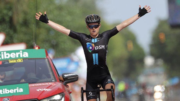 Deuxième victoire d'étape pour Michael Storer sur cette Vuelta 2021, le 24 août à Rincon de la Victoria. (MANUEL BRUQUE / EFE / MAXPPP)
