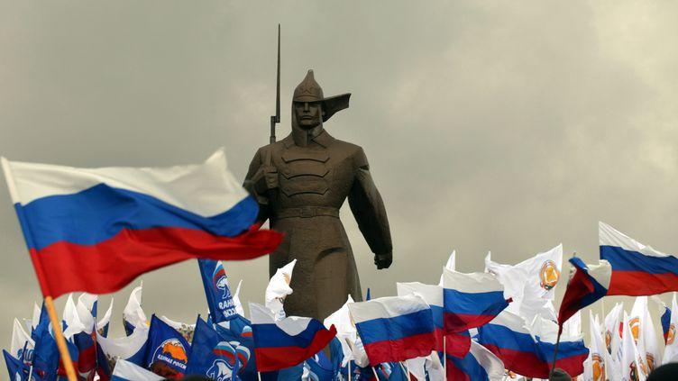 Manifestation pro-gouvernementale à Stavropol (Russie), le 18 mars 2014, pour célébrer le rattachement de la Crimée à la Russie. (DANIL SEMYONOV / AFP)