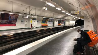 Selon le syndicat UNSA Transports, laRATP ne dispose pas actuellement du nombre suffisant d'agents pour assurer le respect des gestes barrières et encore moins le tri des voyageurs. (MATTHIEU MONDOLONI / FRANCE-INFO)