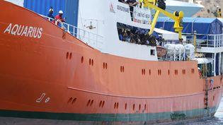 L'Aquarius a accosté sur l'île de Malte mercredi 15 août avec 141 migrants à bord. (MATTHEW MIRABELLI / AFP)