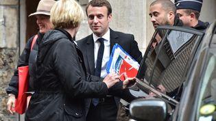 Le candidat à la présidentielle, Emmanuel Macron, le 25 avril 2017 à Paris. (CHRISTOPHE ARCHAMBAULT / AFP)