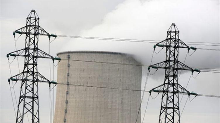 L'une des tours de refroidissement de la centrale nucléaire de Golfech (Tarn-et-Garonne) (AFP - JEAN PIERRE MULLER)