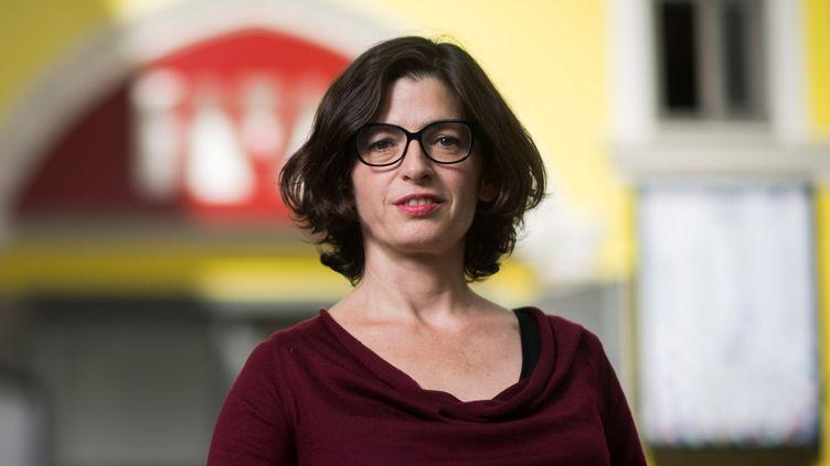 La comédienne Emmanuelle Laborit devant le International Visual Theatre.  (Martin Bureau / AFP)