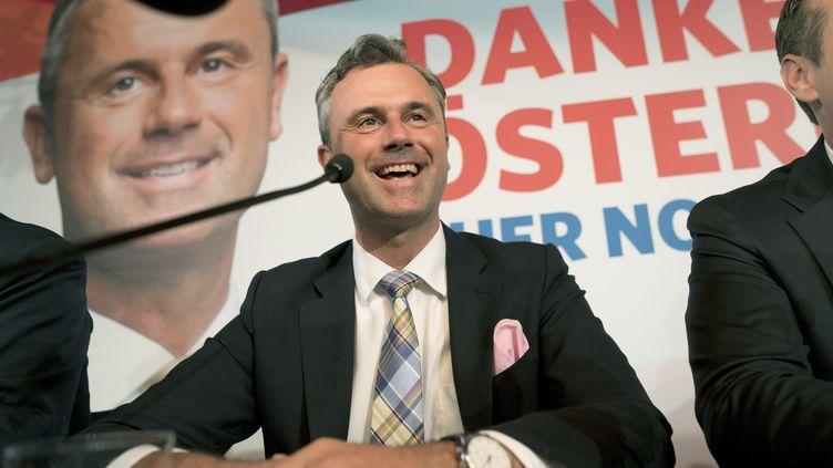 Le candidat à la présidentielle autrichienne Norbert Hofer, leader du parti d'extrême droite FPÖ, le 24 mai 2016 lors d'une conférence de presse à Vienne (Autriche). (JOE KLAMAR / AFP)