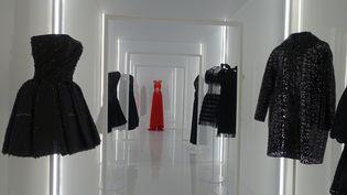 """Exposition """"Alaïa et Balenciaga. Sculpteurs de la forme"""" : nouvel accrochage (CORINNE JEAMMET)"""