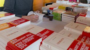 """David Foenkinos, lauréat du prix Renaudot 2014 signe son ouvrage """"Charlotte"""" au festival Radio France fête le livre, le 30 novembre 2014 à Paris  (CITIZENSIDE/MICHEL STOUPAK / citizenside.com)"""