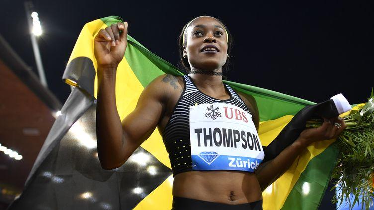 La joie d'Elaine Thomson après son triomphe sur 200m (FABRICE COFFRINI / AFP)