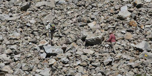 La chancelière allemande, Angela Merkel (à droite), et son mari, Joachim Sauer, à l'assaut du pic Dossobello di Dentro (3128 m de haut) dans le Tyrol du Sud (Italie) le 2 août 2013. (Reuters - Stringer)