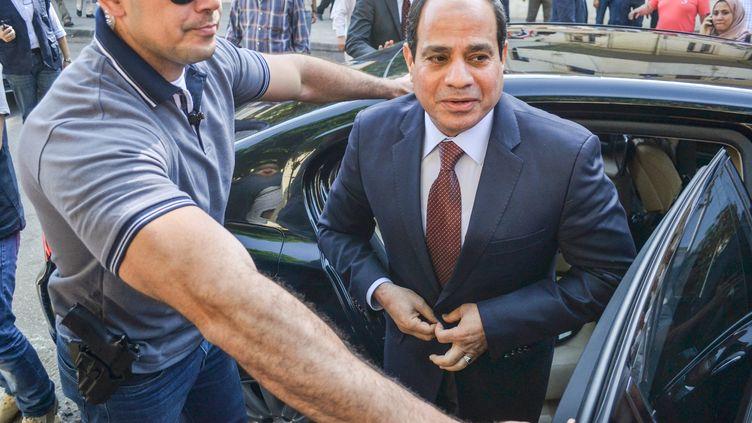 Le maréchal Abdel Fattah al-Sissi, candidat à l'élection présidentielle en Egypte, vote au Caire, le 26 mai 2014. (AHMED HENDAWY / CITIZENSIDE / AFP)