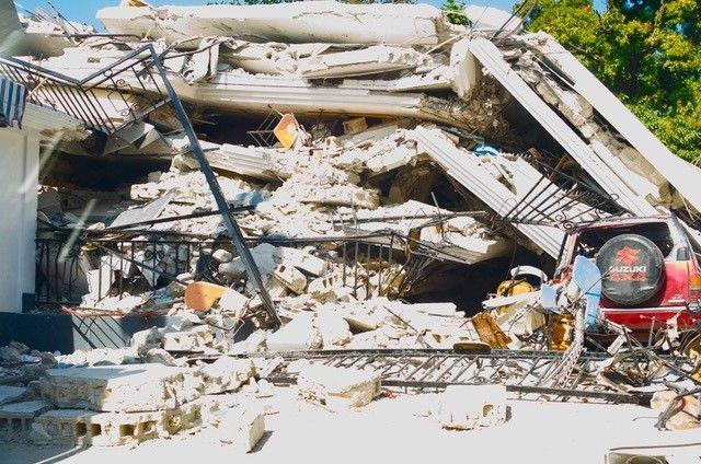 Un immeuble effondré du centre de Port-au-Prince lors du séisme du 12 janvier 2010 (Photo Jacques Marie)