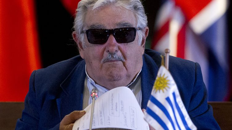 Le président uruguayen José Mujica à Santiago (Chili), le 12 mars 2014. (CLAUDIO REYES / AFP)
