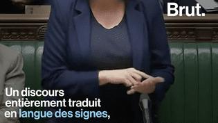 VIDEO. En plein Parlement britannique, une ministre traduit son discours en langue des signes (BRUT)