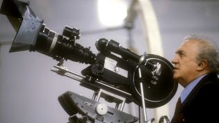 Federico Fellini en tournage  (Leemage)