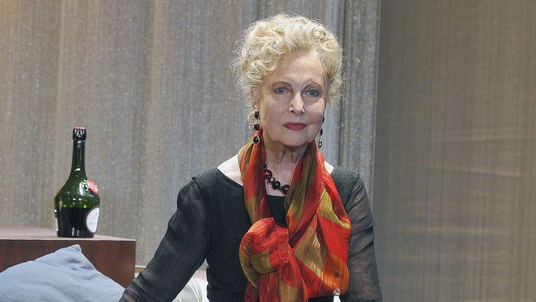 """Geneviève Casile sur la scène du théâtre du Petit Montparnassedans """"Alma Mahler, éternelle amoureuse""""  (Delalande/Sipa)"""