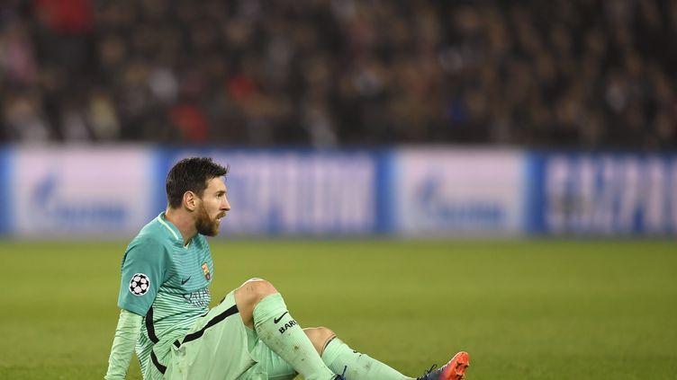 L'attaquant du FC Barcelone, Lionel Messi, après la défaite de son équipe face au PSG, le 14 février 2017. (CHRISTOPHE SIMON / AFP)