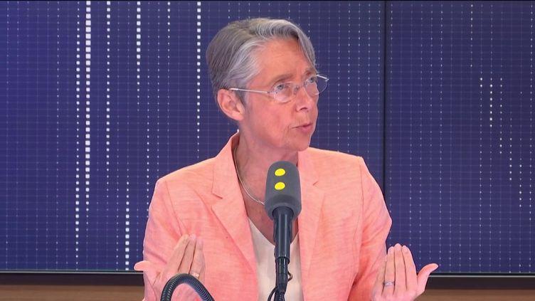 La ministre des Transports, Elisabeth Borne, invitée de franceinfo le vendredi 5 juillet. (FRANCEINFO / RADIO FRANCE)
