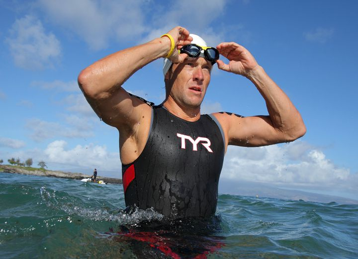 Lance Armstrong lors d'une compétition de triathlon, à Hawaii, le 23 octobre 2011. (HUGH GENTRY / REUTERS)