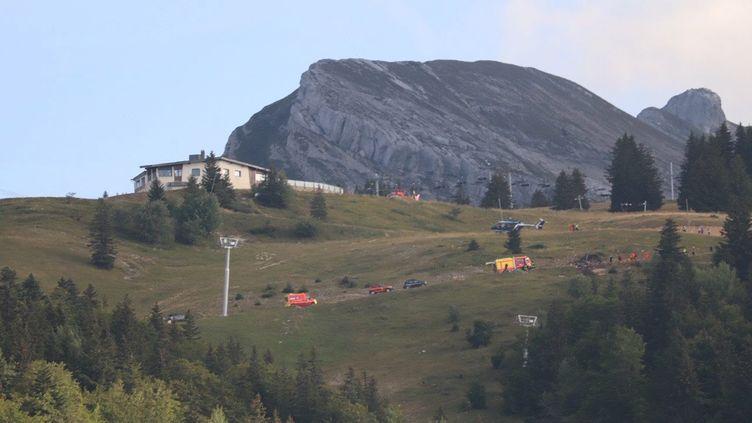 Un hélicoptère de la Sécurité civile s'est crashé à Villard-de-Lans (Isère), dimanche 12 septembre 2021. (MAXPPP)