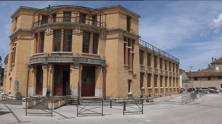 """""""La Grande Vapeur"""", ancien site industriel, aujourd'hui lieu d'exposition, classé monument historique depuis 1988.  (Capture d'image France3/Culturebox)"""