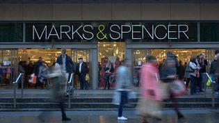 En présentant pour la toute première fois des burkinis (contraction des mots burka et bikini), la chaîne de magasins britannique Marks and Spencer (M&S) fait parler d'elle.  (JONATHAN NICHOLSON / NURPHOTO /AFP)