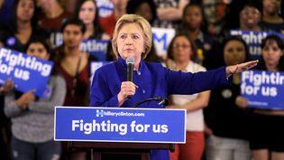 Hillary Clinton, candidate aux primaires démocrates, lors d'un meeting à l'université Rutgers, dans le New Jersey (Etats-Unis), le 1er juin 2016. (DENNIS VAN TINE / NURPHOTO / AFP)