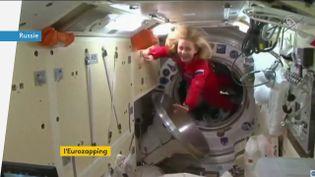 Une actrice et un réalisateur russes ont pris place à bord de l'ISS pour tourner un film. (FRANCEINFO)