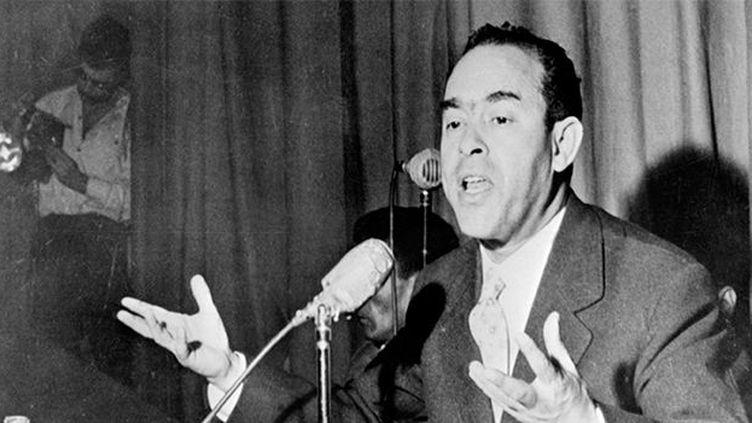 Mehdi Ben Barka, fondateur de l'Union Nationale des Forces Populaires, donne une conférence de presse en janvier 1959 à Casablanca (AFP / DSK)