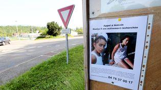 Un appel à témoins avec la photo de Maëlys affiché le 29 août 2017 à Pont-de-Beauvoisin (Isère). (MAXPPP)