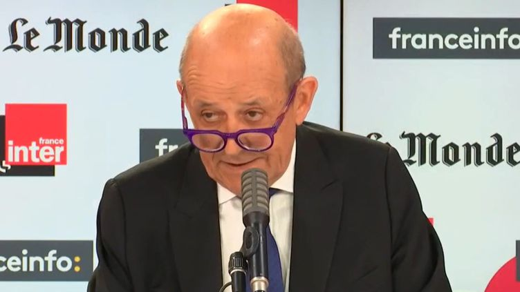 """Jean-Yves Le Drian, ministre de l'Europe et des Affaires étrangères, est l'invité dimanche 6 septembre de """"Questions Politiques"""". (RADIOFRANCE)"""