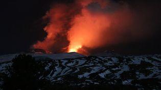 L'Etna (Sicile) était, le 16 mars 2017, de nouveau en éruption pour la troisième fois en trois semaines.  (CITIZENSIDE/VINCENZO BARBAGALLO / AFP)