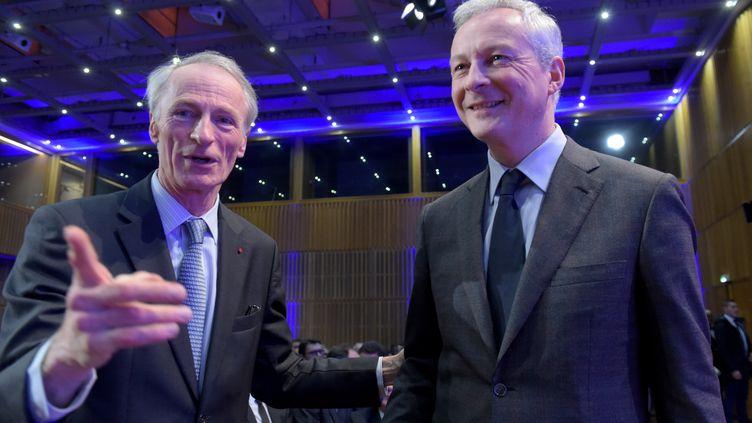 Le ministre de l'Economie, Bruno Le Maire, avec le patron de Renault, Jean-Dominique Senard, le 2 décembre 2019 à Paris. (ERIC PIERMONT / AFP)
