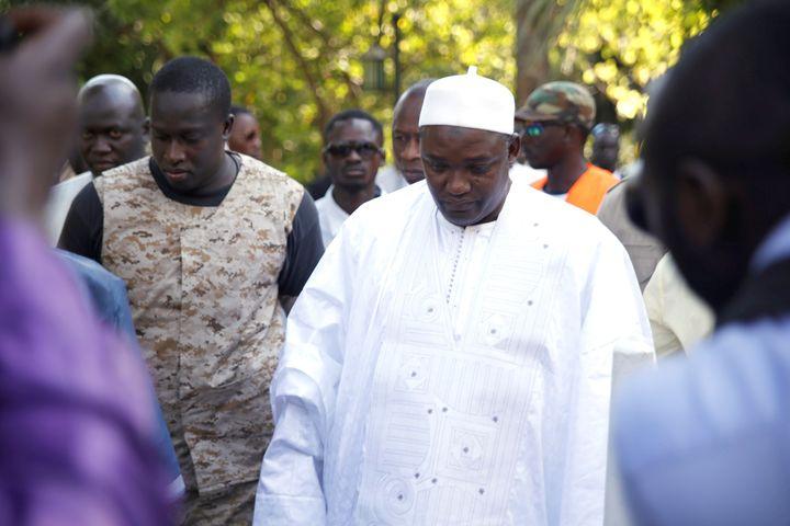 Le président éluAdama Barrow lors d'une réunion consacrée à la crise politique, le 13 janvier 2017, à Serekunda (Gambie). (YUSUPHA SAMA / ANADOLU AGENCY / AFP)