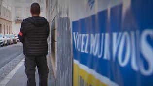 Deux jours après l'explosion d'un colis piégé à Lyon (Rhône), la traque du suspect se poursuit et les élections européennes se déroulent sous haute surveillance, dimanche 26 mai. (FRANCE 2)