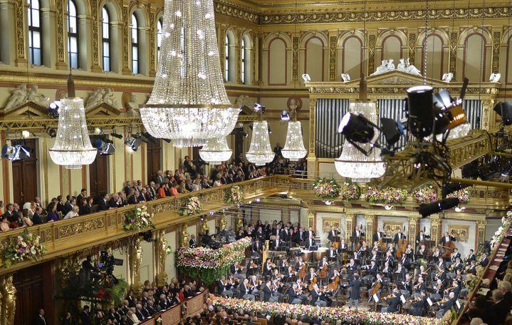 La magnifique Salle dorée du Musikverein de Vienne lors du Concert du Nouvel An le 1er janvier 2017.  (HERBERT NEUBAUER / APA / AFP)
