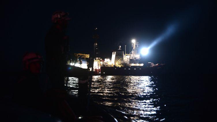 """""""L'Aquarius"""" de l'ONG SOS Méditerranée, le 9 juin 2018, en mer Méditerranée. (KARPOV / SOS MEDITERRANEE / AFP)"""
