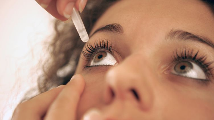 Des scientifiques israéliens travaillent sur un système de gouttes oculaires qui pourraient permettre aux patients atteints de myopie de se passer de lunettes, lentilles ou chirurgie. (MAXPPP)