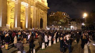 Un rassemblement devant le parvis de l'église Saint-Sulpice, à Paris, le 13 novembre 2020, pour réclamer le retour des messes, suspendues durant le confinement. (MAXPPP)