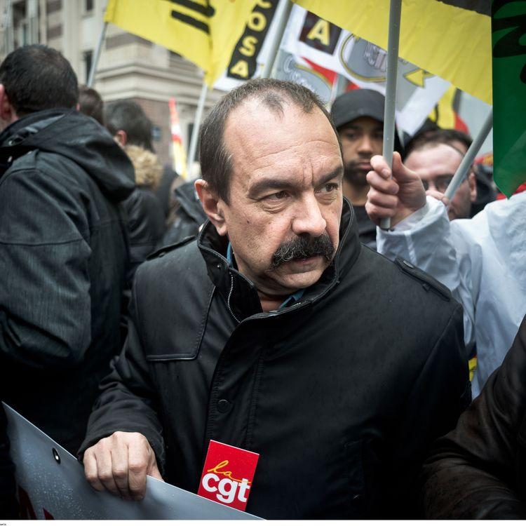 Philippe Martinez lors d'une manifestation contre la réforme du système ferroviaire, le 29 janvier 2015 à Paris. (NICOLAS MESSYASZ / SIPA)