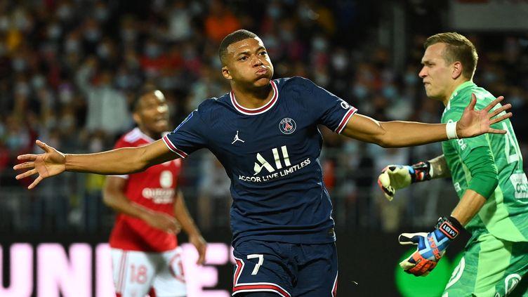 Kylian Mbappé a marqué le premier but de sa saison face à Brest. (LOIC VENANCE / AFP)