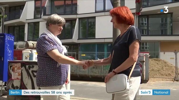 Kriemhild Meyer et Rosemarie Badaczewskise retrouvent à Berlin 58 ans après (France 3)
