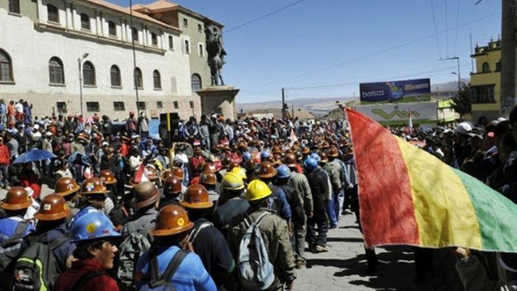 Des mineurs boliviens manifestent à Potosi, le 6 août 2010. (AFP)