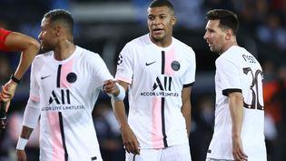 Le trio d'attaque parisien, Neymar Jr, Kylian Mbappé et Lionel Messi lors du match contre Bruges, le 15 septembre 2021. (KENZO TRIBOUILLARD / AFP)