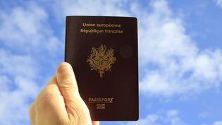 Le passeport français se classe onzième, selon une étude, deuxième selon une autre. (XAVIER VILA / SIPA)
