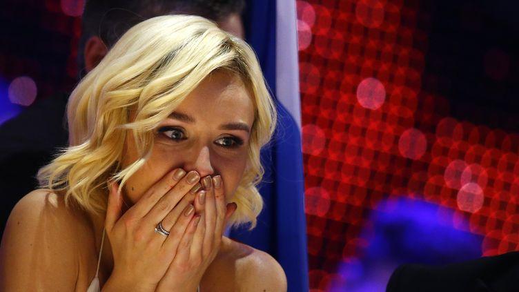 Polina Gagarina, la candidate de la Russie, attend les résultats de l'Eurovision, le 23 mai 2015 à Vienne (Autriche). (LEONHARD FOEGER / REUTERS)