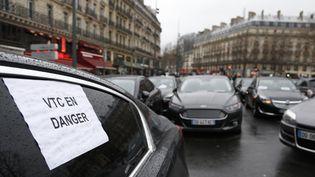 Manifestation desVTC et LOTI surla place de la République à Paris, le 4 février 2016 (THOMAS SAMSON / AFP)