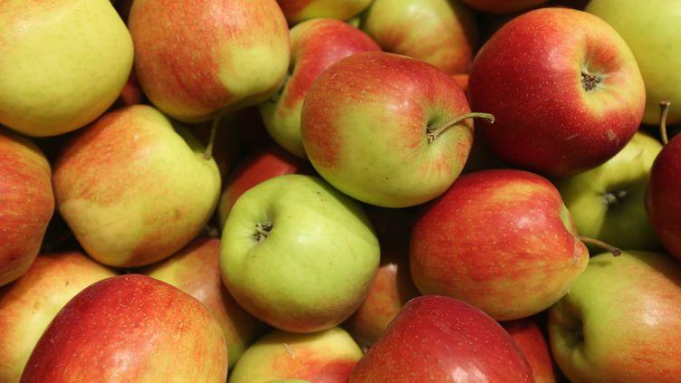 Les producteurs de pommes utilisent encore beaucoup de pesticides, selon un document de Greenpeace dévoilé mardi 16 juin 2015. (SEAN GALLUP / GETTY IMAGES)